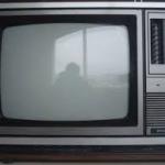 Modelo antigo de TV com Cinescópio